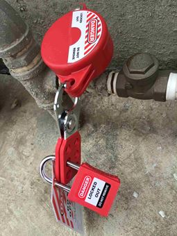 Picture of Clamshell Gate Valve Lockouts
